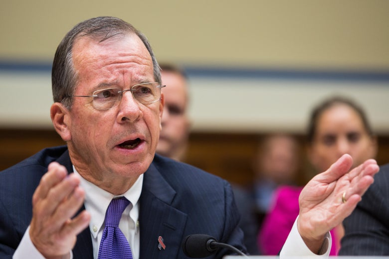 Mike Mullen testifying to Congress in 2013.