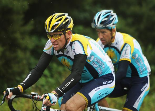 Lance Armstrong rides for Livestrong at the 2009 Tour of Ireland.