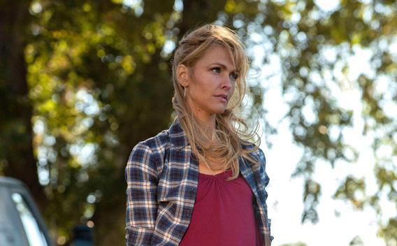 Jenn Lyon as Lindsey.