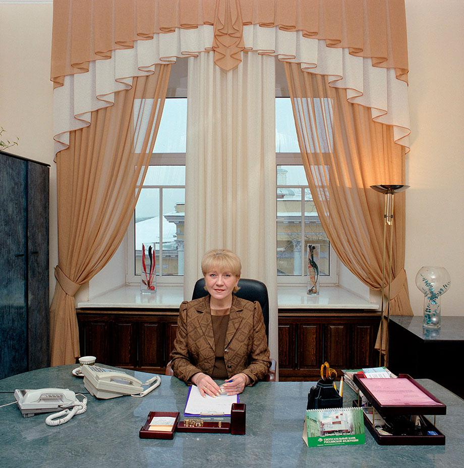 Russia, Siberia, province Tomsk. Bureaucracy (c) Jan Banning, 2004.Rusland, Siberie, prov. Tomsk, bureaucratie.Russia-25/2004 [Tom., LVM (b. 1959)]Lyudmila Vasilyevna Malkova (b. 1959) is a secretary to the mayor of the city of Tomsk, Tomsk province. She and her colleague take turns, working every other day, seven days a week, at least 12 hours a day. Monthly salary: 10,500 rubles ($ 375, euro 285). Russia-25/2004 [Tom., LVM (b. 1959)]Lyudmila Vasilyevna Malkova (b. 1959) is secretaresse van de burgemeester van de stad Tomsk, Oblast Tomsk. Werktijden: zij en haar collega wisselen elkaar per dag af, 7 dagen dagen per week en minimaal 12 uur per dag. Maandsalaris: 10,500 roebel (285 euro, 375 $).