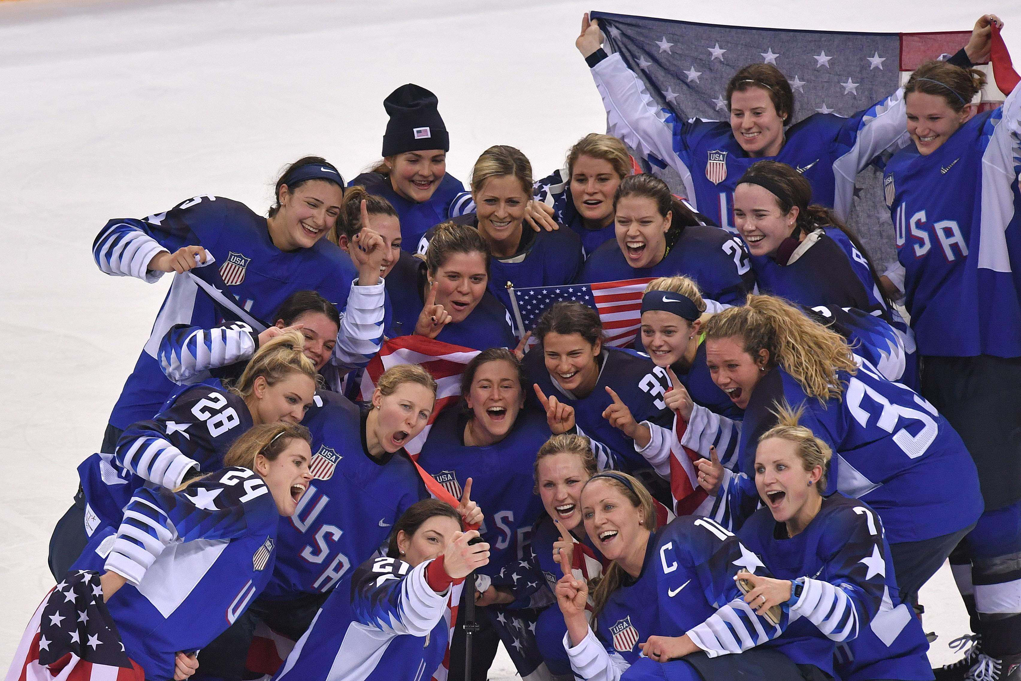 TOPSHOT - USA's Hilary Knight (21) takes a selfie with her team as they celebrate their win after a penalty shootout in the women's gold medal ice hockey match between Canada and the US during the Pyeongchang 2018 Winter Olympic Games at the Gangneung Hockey Centre in Gangneung on February 22, 2018.  / AFP PHOTO / Ed JONES        (Photo credit should read ED JONES/AFP/Getty Images)