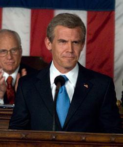 Richard Dreyfuss as Dick Cheney and Josh Brolin as George W. Bush in W.