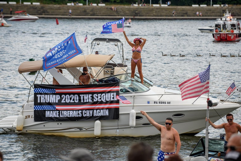 Steve Bannon Arrest Scandal How Are Trump S Boat Parades Connected To The Alleged Border Wall Grift