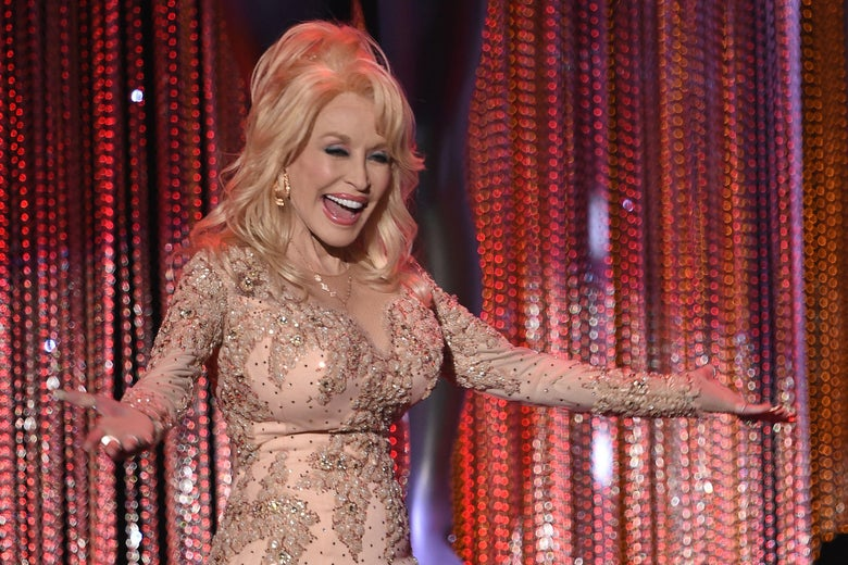 Dolly Parton speaks onstage during the 23rd Annual Screen Actors Guild Awards show at The Shrine Auditorium on January 29, 2017 in Los Angeles, California. / AFP / Robyn BECK        (Photo credit should read ROBYN BECK/AFP/Getty Images)