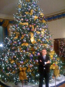 Simon Doonan in front of the tree he decorated at the White House, 2009.