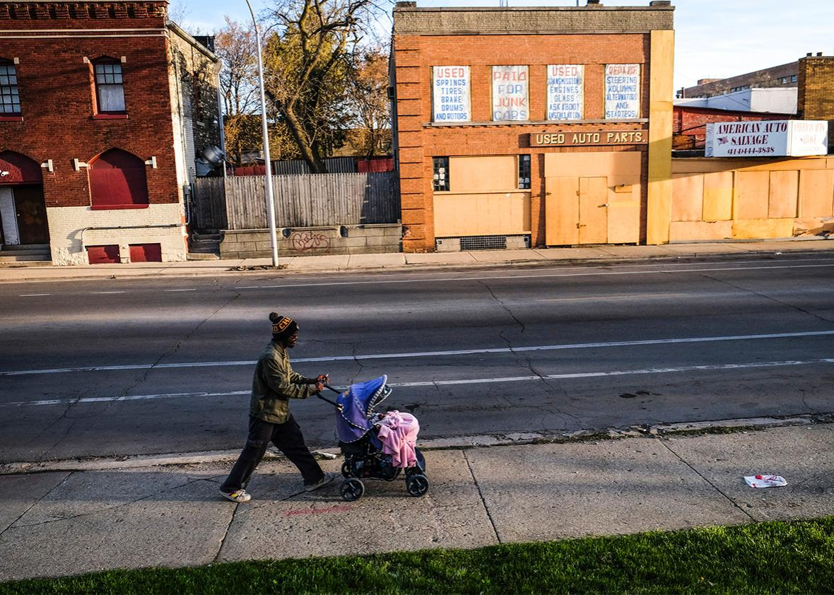 Paul Gayle, 19, and his 8-month-old daughter, Sapphire Gayle, head toward home after an April 2015 fatherhood development class in Milwaukee.