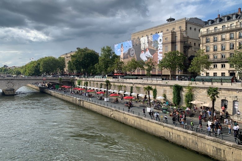 The former expressway on the bank of the Seine has been converted into a popular park.