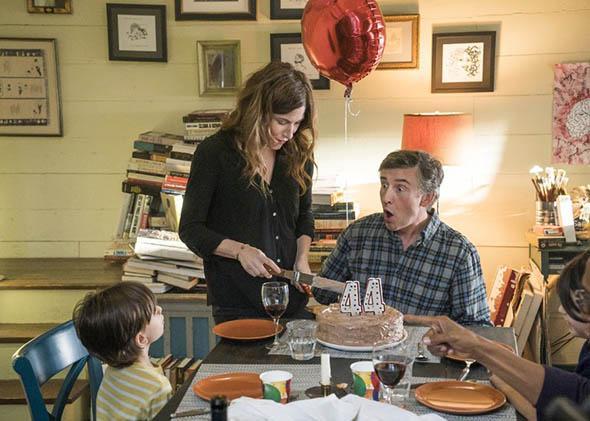 Steve Coogan and Kathryn Hahn in Happyish (2015).