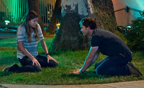 Jennifer Carpenter as Debra Morgan and Michael C. Hall as Dexter Morgan in Season 7, episode 2.