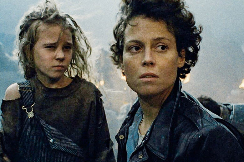 Sigourney Weaver and a young girl (Newt) in Aliens