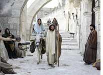 Keisha Castle-Hughes and Oscar Isaac in The Nativity Story