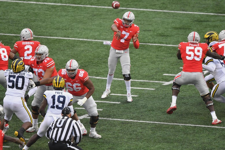 COLUMBUS, OH - NOVEMBER 24:  Dwayne Haskins #7 of the Ohio State Buckeyes passes for a touchdown in the first quarter against the Michigan Wolverines at Ohio Stadium on November 24, 2018 in Columbus, Ohio.  (Photo by Jamie Sabau/Getty Images)