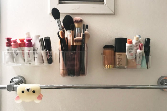 Makeup products in the Una organizers.
