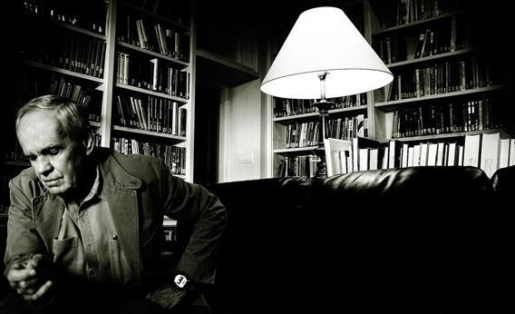 Author Cormac McCarthy.