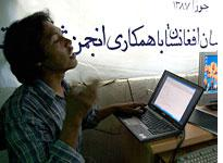Fekrat leads a blogging workshop in Bamiyan. Click image to expand.