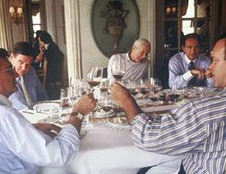 Hardy Rodenstock (far left) and Robert Parker (far right) at the 1995 Munich tasting. Click image to expand.