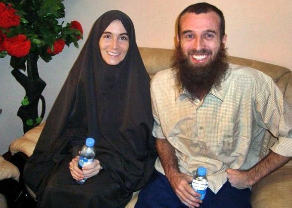 Freed hostages, Amanda Lindhout (L), a Canadian freelance reporter, and Nigel Brennan, a freelance Australian photojournalist smile to photographers in Somalia's capital Mogadishu.