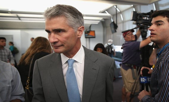 United Airlines CEO Jeff Smisek leaves the gate after stepping off a United Boeing 787 Dreamliner flight from Houston at O'Hare International Airport on May 20, 2013, in Chicago.