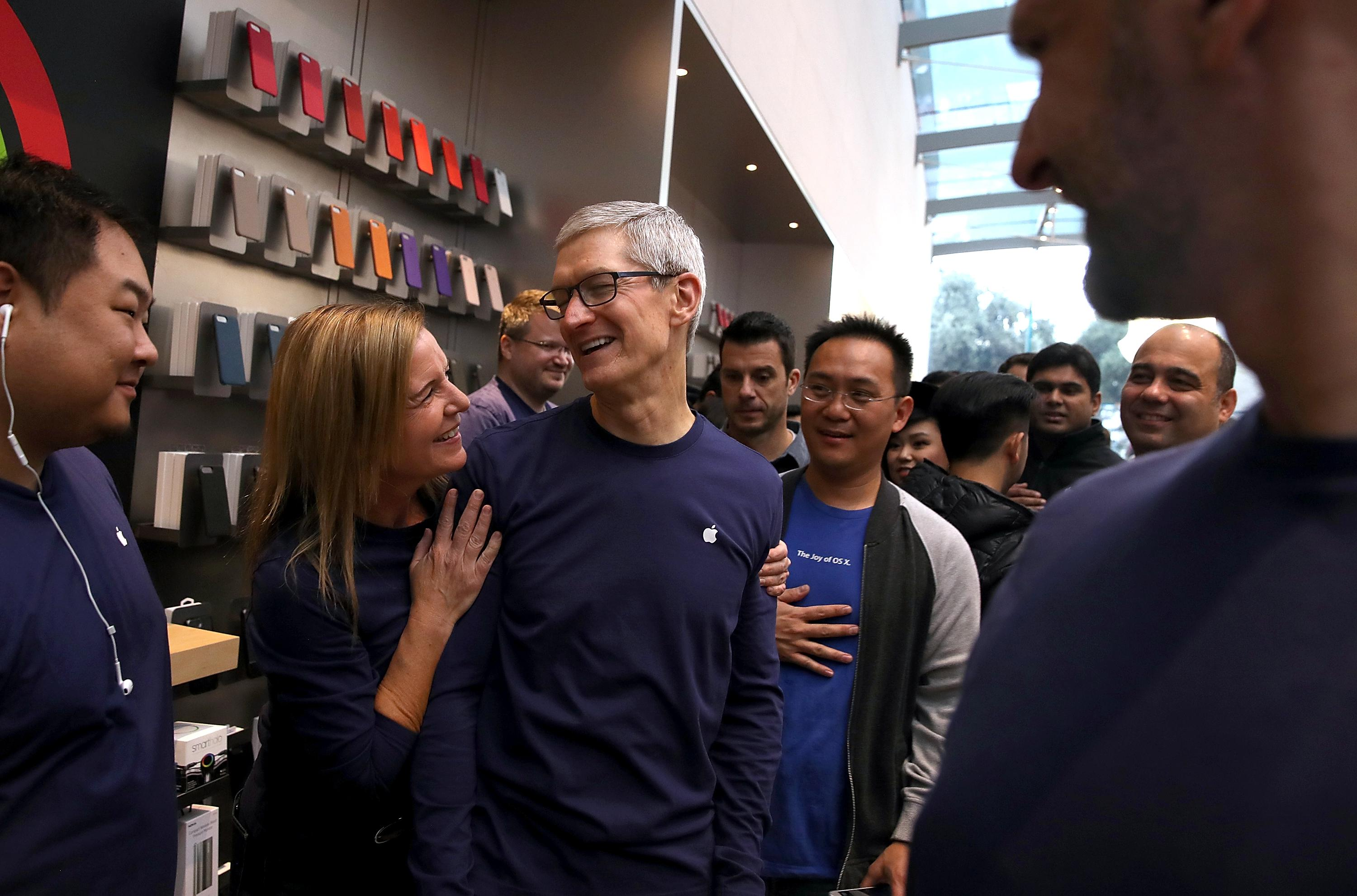 PALO ALTO, CA - NOVEMBER 03:  Apple CEO Tim Cook greets customers as the new iPhone X goes on sale at an Apple Store on November 3, 2017 in Palo Alto, California. The highly anticipated iPhone X went on sale around the world today.  (Photo by Justin Sullivan/Getty Images)