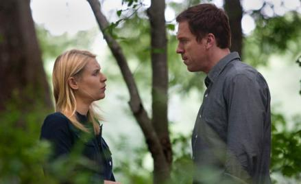 Carrie (Claire Danes) talks to Brody (Damian Lewis) in Homeland