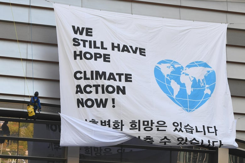 "Greenpeace activists display a big banner reading ""We still have hope, Climate action now!"" during an activity prior to a press conference of the Intergovernmental Panel for Climate Change (IPCC) at Songdo Convensia in Incheon on October 8, 2018."