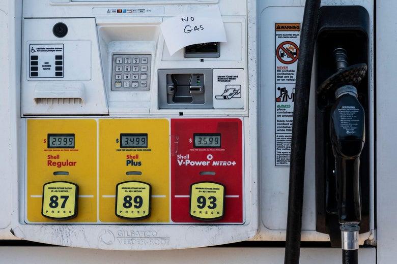 """A handwritten """"No Gas"""" sign on a gas pump."""