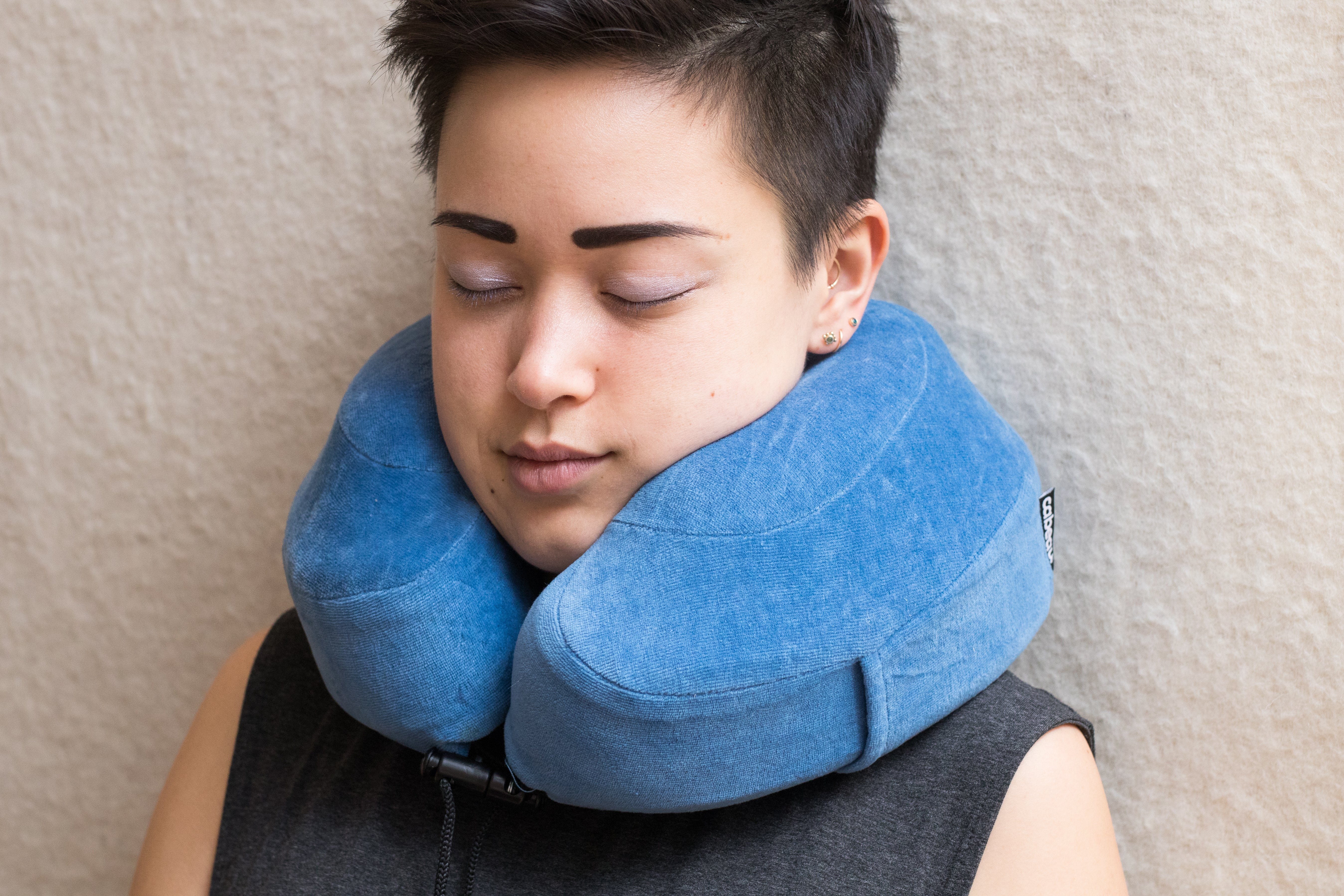 Woman wearing the Cabeau Evolution Pillow.