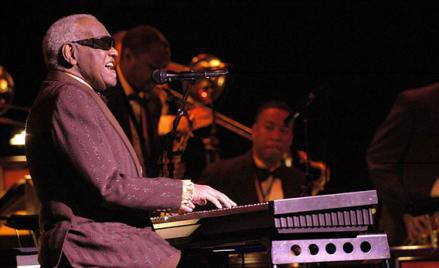 Last concert of Ray Charles, at Salle Wilfrid-Pelletier of the Place des Arts while the Festival International de Jazz de Montréal in 2003.