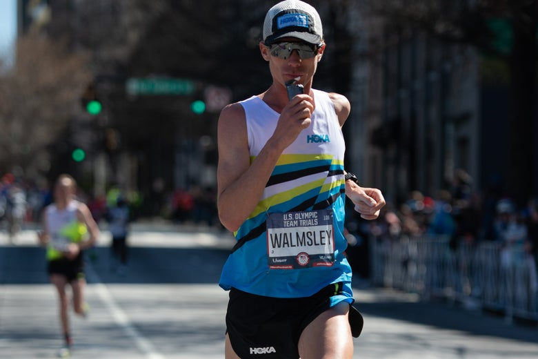 Jim Walmsley running in a hat and sunglasses.