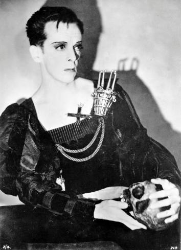 Robert Helpmann in title role of Hamlet in 1948.