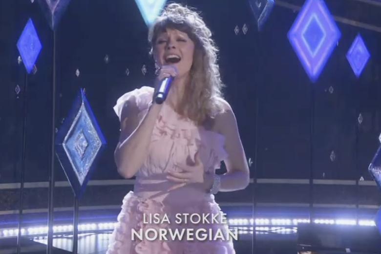 Lisa Stokke sings from Frozen 2 in Norwegian at the Oscars.