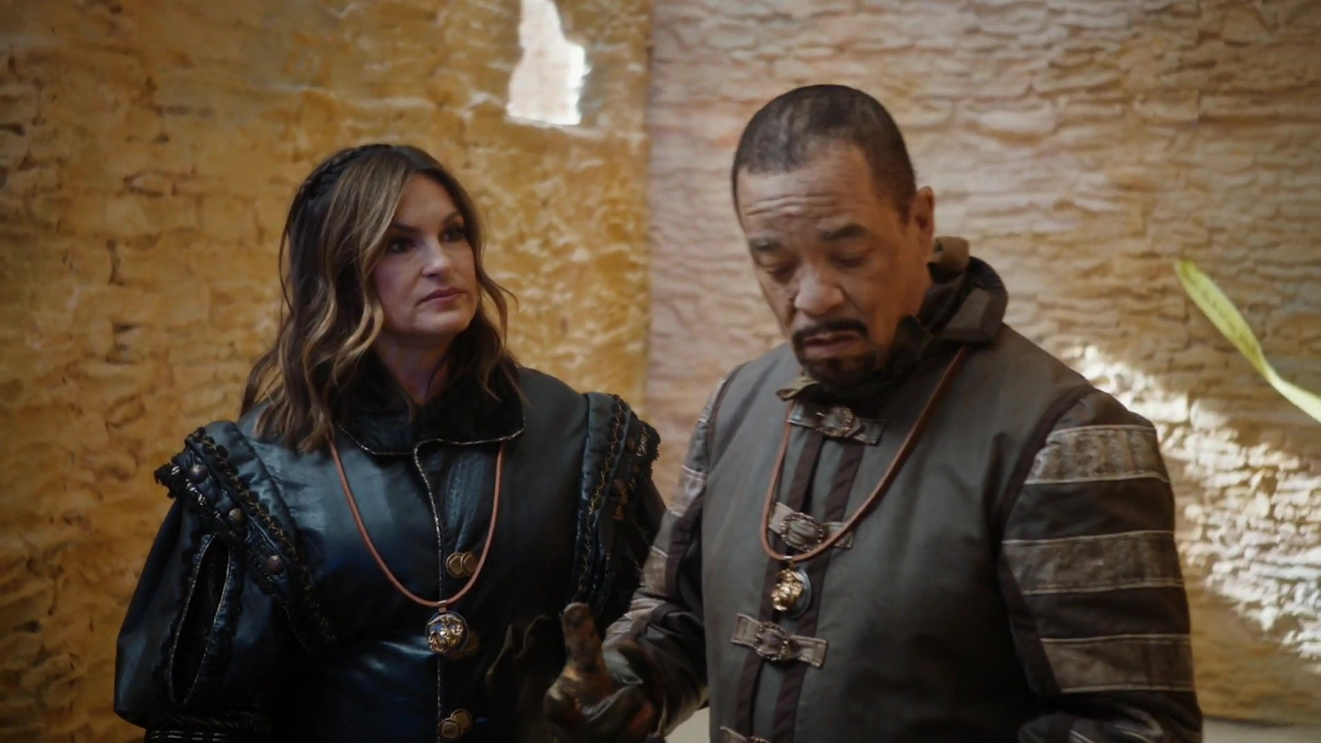 Mariska Hargitay and Ice-T, dressed up in Game of Thrones costumes, in a still from Saturday Night Live.