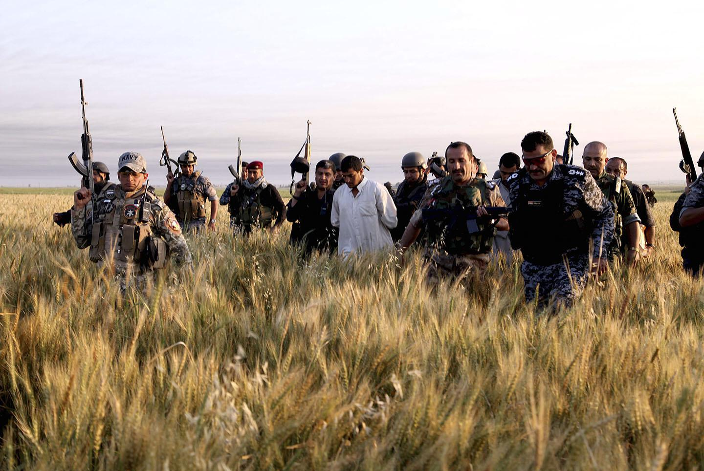 Iraqi security forces arrest suspected ISIS militants during a raid and weapons search operation in Hawija April 24, 2014.