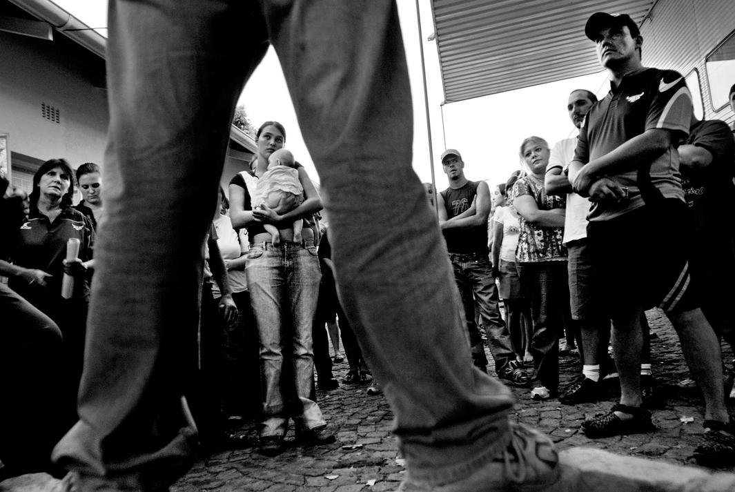 Volunteers from all over Pretoria are debriefed before beginning a search for 7yr old Sheldean. Pretoria, February 2007.