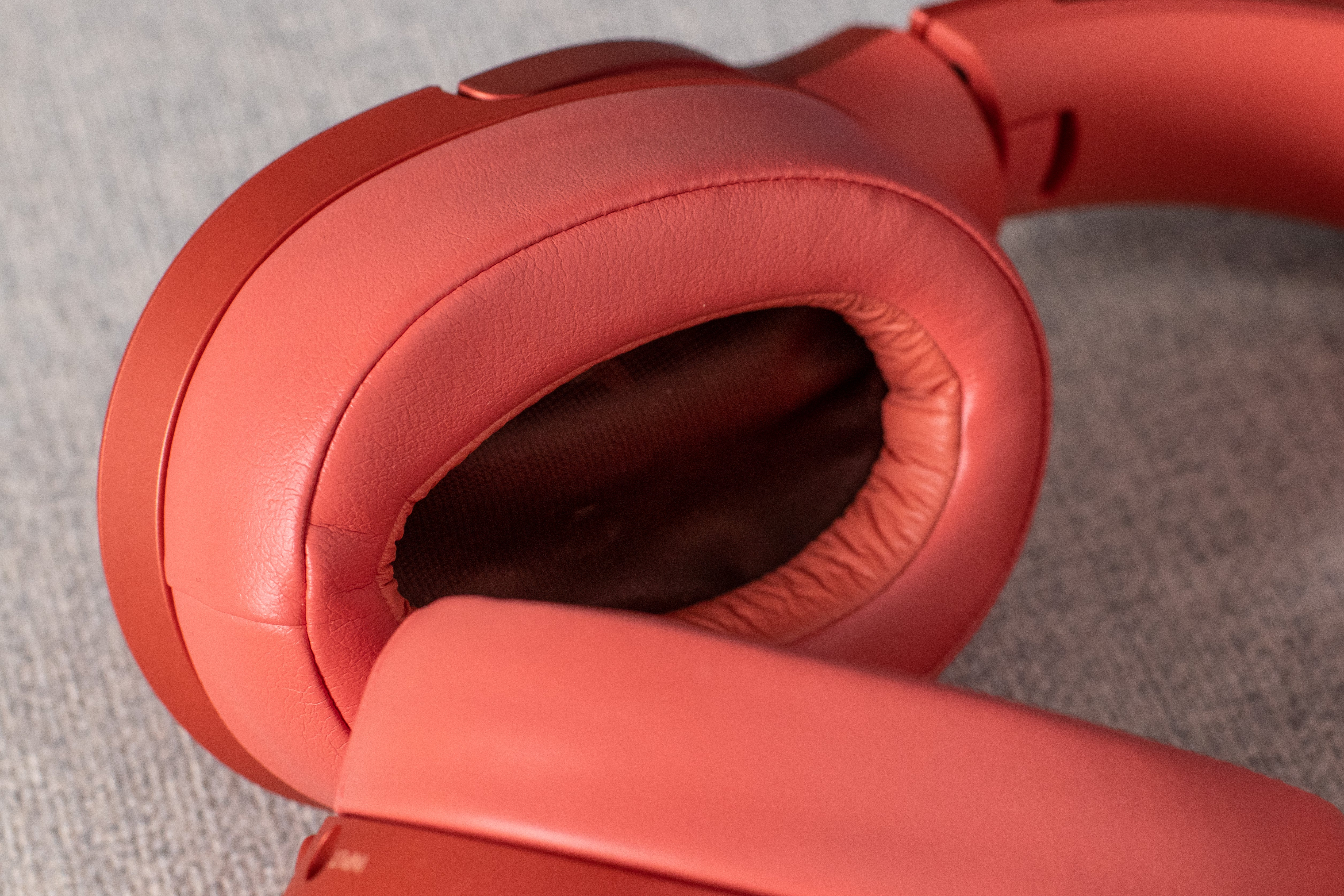 Earpads on the WH-H900N headphones