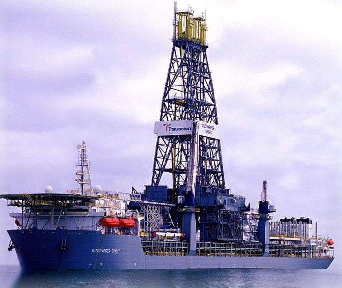 What Is It Like To Work on an Oil Rig?