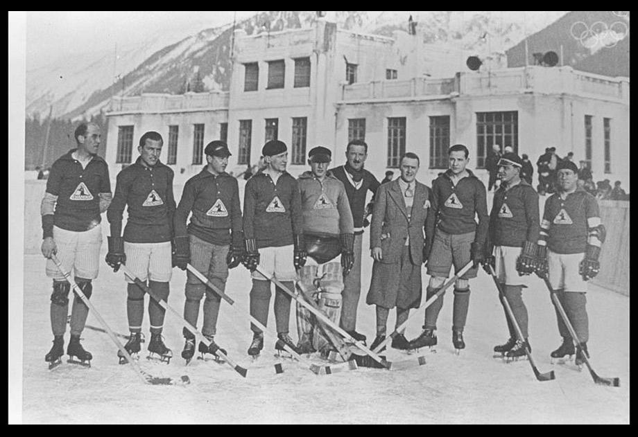An ice hockey team.