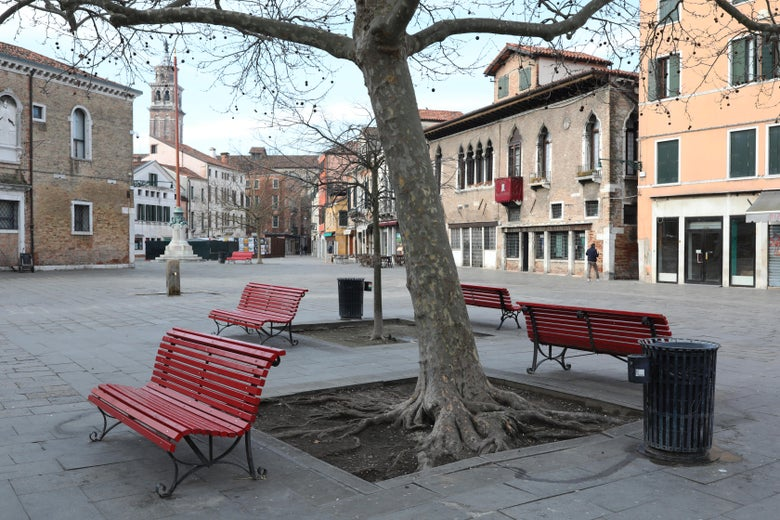 A completely empty public square in Venice.