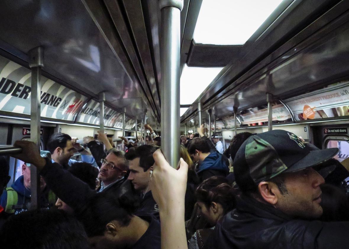 Секс в метро в толпе