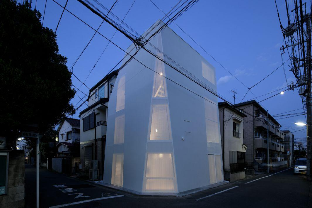 Japanese House Reinvented by Philip Jodidio surveys new generation of Japan's residential architecture.