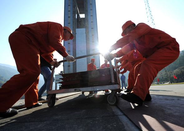 Chinese workers make final preparations to the launch pad at the Xichang Satellite Launch Center in the southwestern province of Sichuan on December 1, 2013.