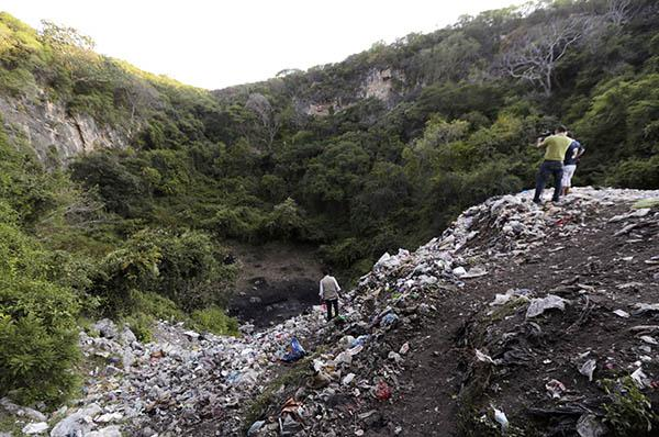 mexico, ayotzinapa missing students allegendly found at a Cocula garbage dump.