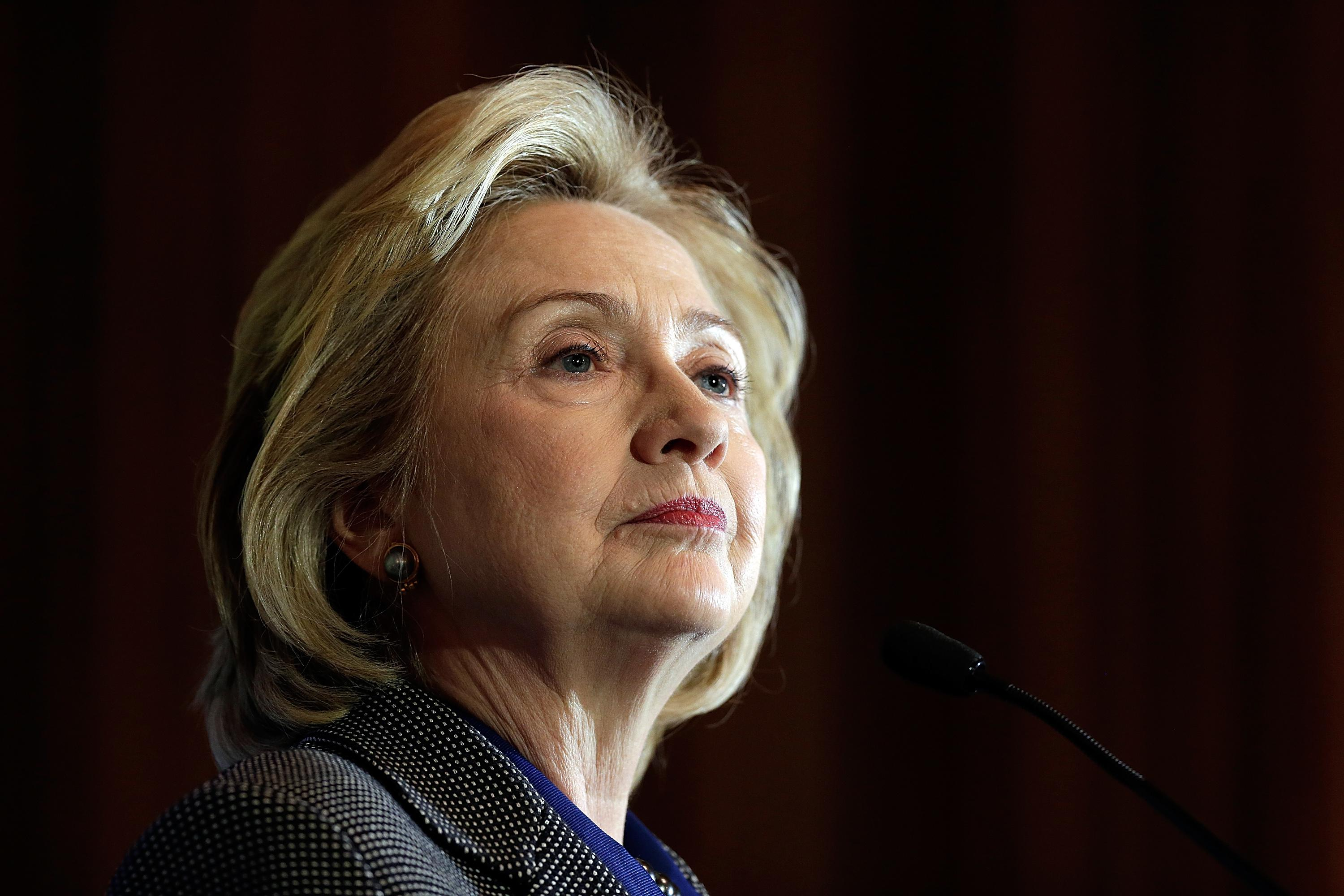 Trolling is the new black: Hillary Clinton and the Twitter news cycle.