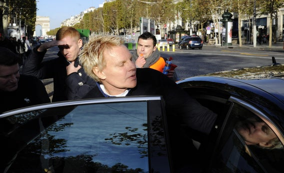 2ea7ea55c18 Abercrombie   Fitch CEO Mike Jeffries leaves a Paris store on Oct. 27