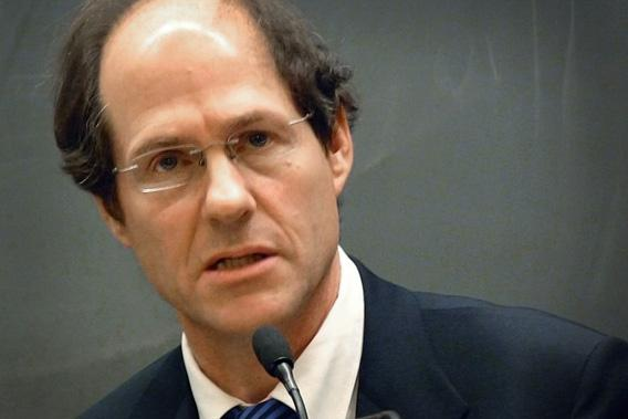 Cass Sunstein speaking at Harvard Law School.