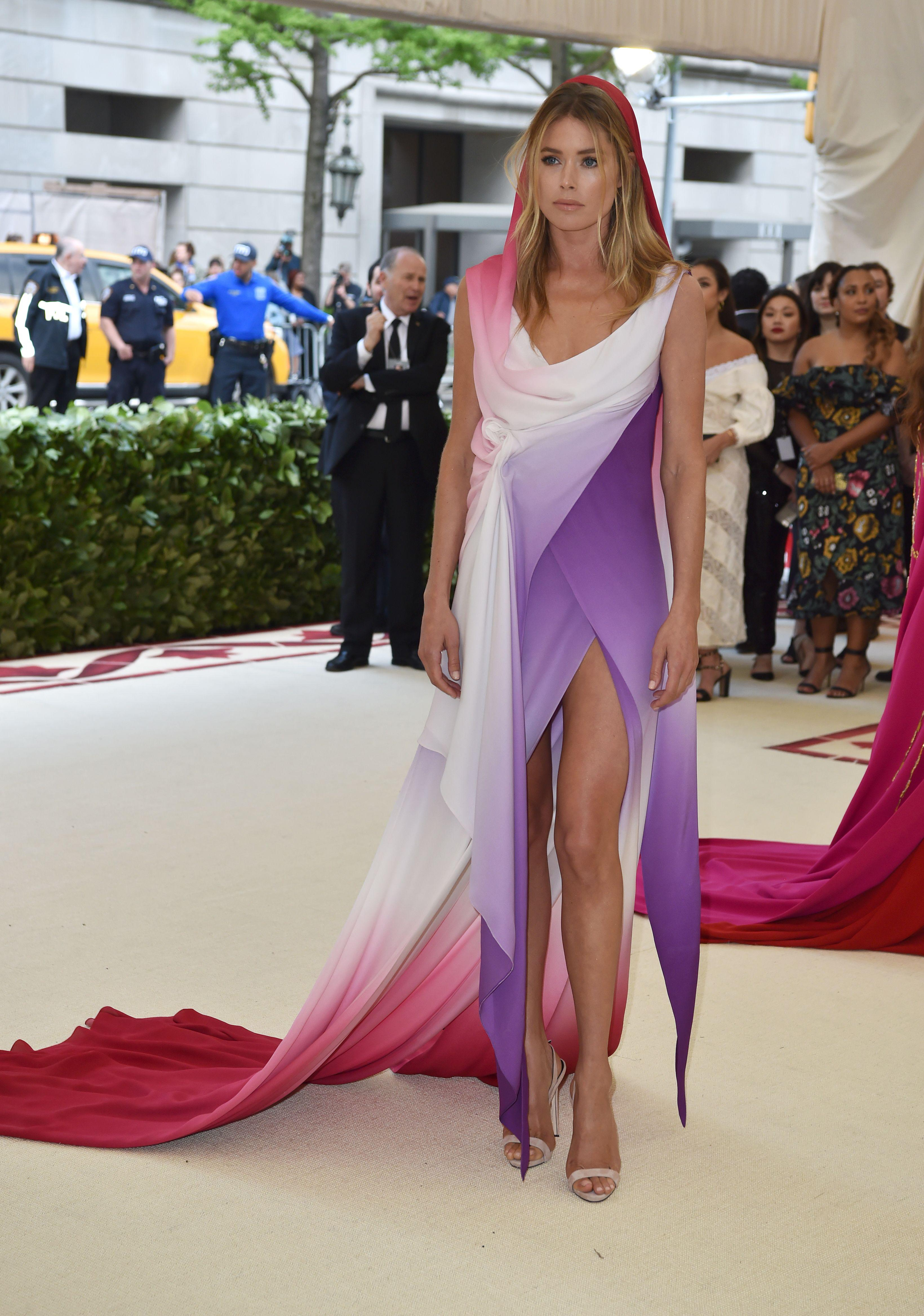 Doutzen Kroes arrives for the 2018 Met Gala on May 7, 2018, at the Metropolitan Museum of Art in New York. - The Gala raises money for the Metropolitan Museum of Arts Costume Institute. The Gala's 2018 theme is Heavenly Bodies: Fashion and the Catholic Imagination. (Photo by Hector RETAMAL / AFP)        (Photo credit should read HECTOR RETAMAL/AFP/Getty Images)