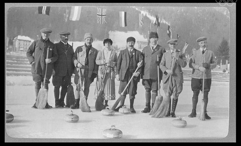 The Swedish and British curling teams.