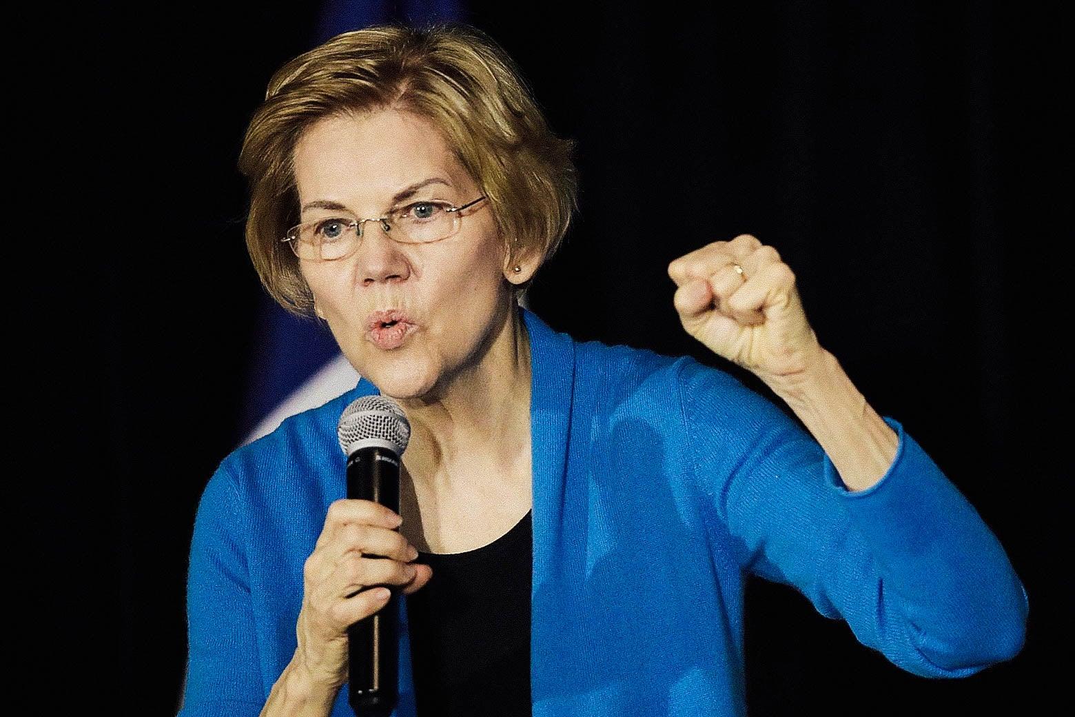 Sen. Elizabeth Warren just chillin' in Cedar Rapids.