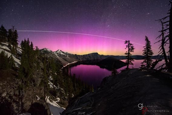 Time-lapse video of pink aurora and the ISS