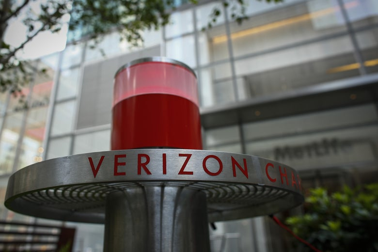 A Verizon-branded charging station.